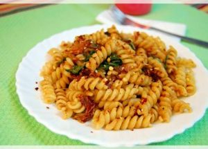 spicy pasta with spinach and mushroom