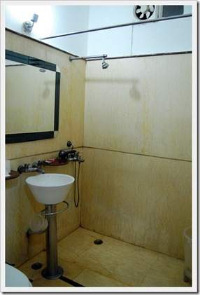 kapur guest house, bathroom