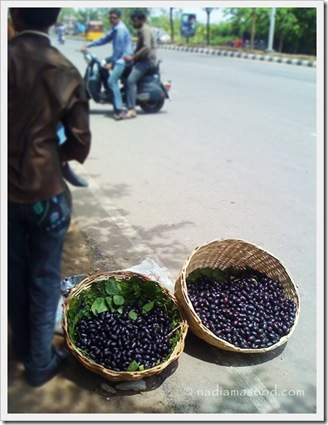 jamun for sale on the road in hyderabad
