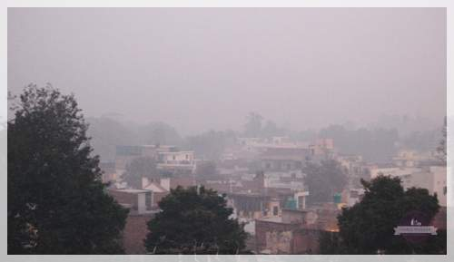 fog in the city of agra